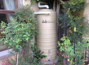 JoJo 750 liter slimline rainwater tank